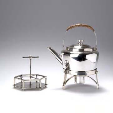 Teekanne auf Rechaud