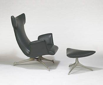Tri-symmetric lounge chair/ottoman
