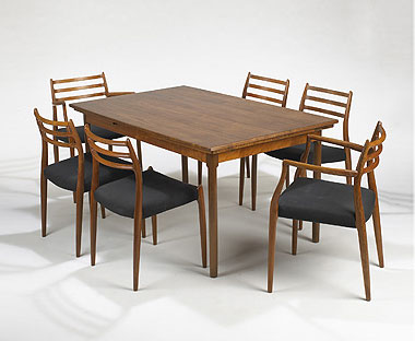 Dining table/six chairs