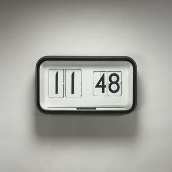 Monumental flip clock