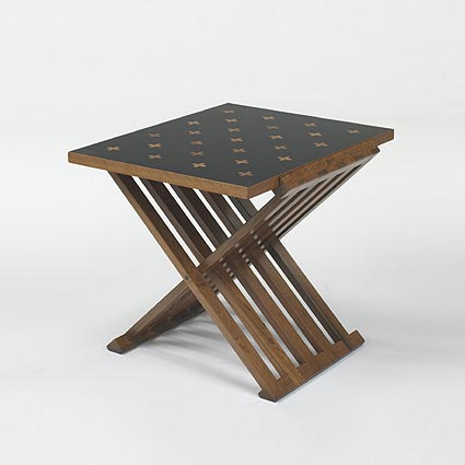 Marquetry end table, model 5425D di Wright