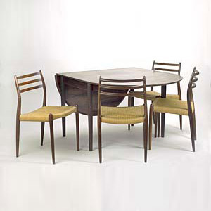 Table/chairs (4)