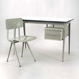 schreibtisch mit stuhl und regal weiss gr n pictures to pin on pinterest. Black Bedroom Furniture Sets. Home Design Ideas