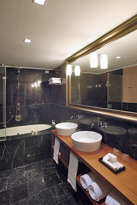 premium qualit t im bad. Black Bedroom Furniture Sets. Home Design Ideas
