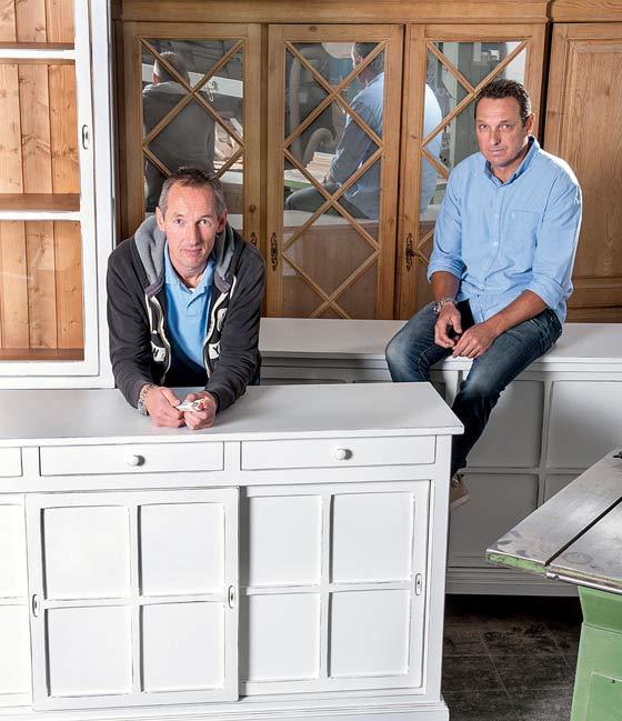 ... unterstützt von seinem Bruder Frank die Manufaktur Village Wohnkultur