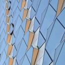 Natürlich cool: Warum passive Belüftungs- und Beschattungselemente Fassaden zukünftig verändern werden