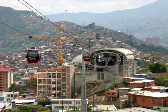 Over Site: how Caracas's new cable-car system is making the city's favelas more visible | Novedades