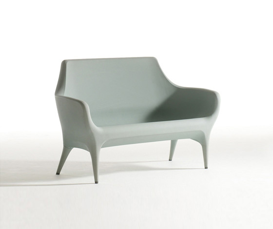 Plastic the mouldable material of modern chairs news for Sofa exterior pvc
