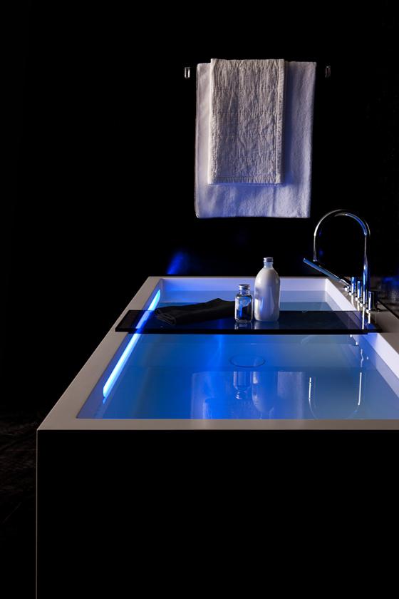 design hoch zwei die kollektion kartell by laufen f r das. Black Bedroom Furniture Sets. Home Design Ideas