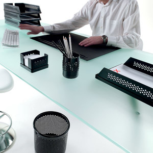 DESK AND WALL ACCESSORIES