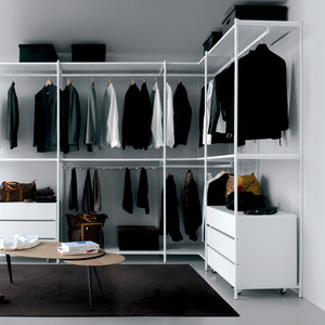 WALK- IN CLOSETS