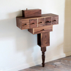 ENTRY AND BEDSIDE CONSOLES