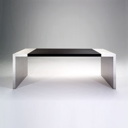 Taris writing desk