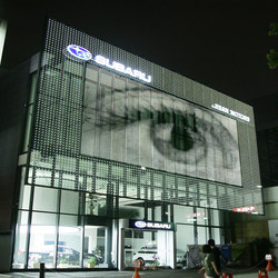 powerglass® media façade : SUBARU