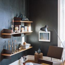 Atelier Wandregal und Garderobe