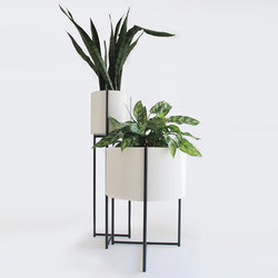 Oliver Tray Tables & Planters