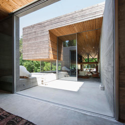 Doorstep level with the floor