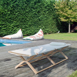 Coy daybed