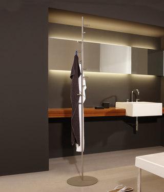 garderobenst nder mit spiralf rmig angeordneten haken von. Black Bedroom Furniture Sets. Home Design Ideas