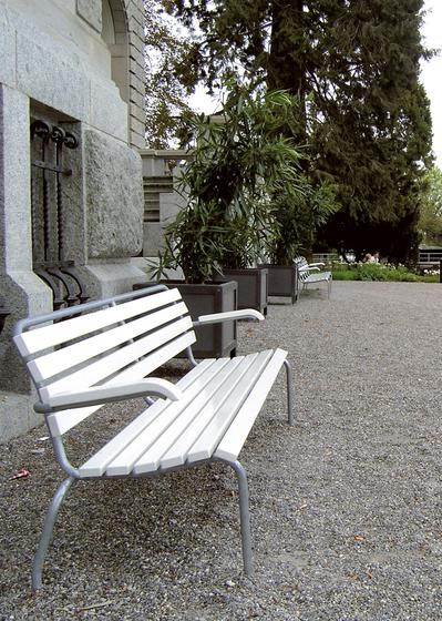 The garden bench by Atelier Alinea