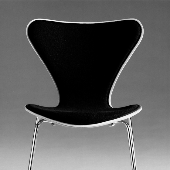 Series 7™ Model 3117 by Fritz Hansen