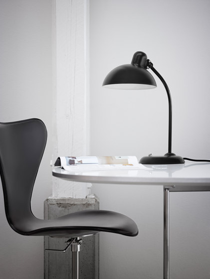 Series 7™ Model 3207 by Fritz Hansen