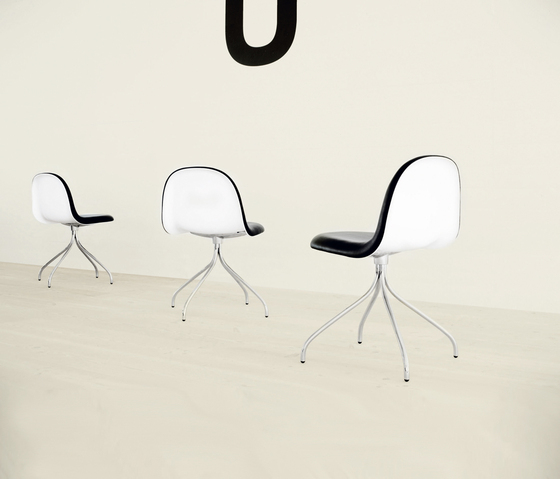 Gubi Chair – Swivel Base by GUBI