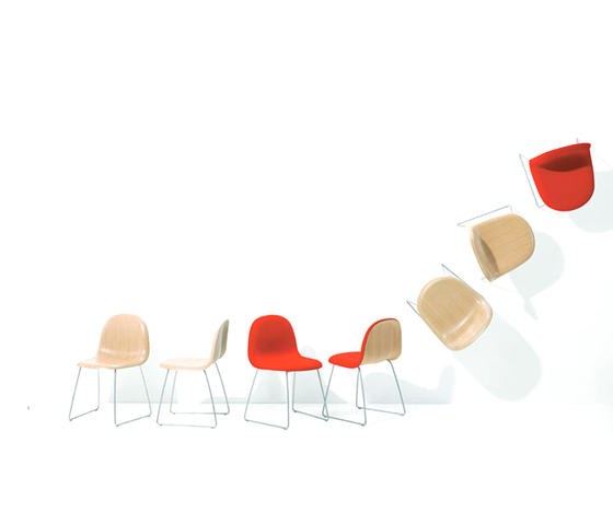 Gubi Chair – Wood Base von GUBI