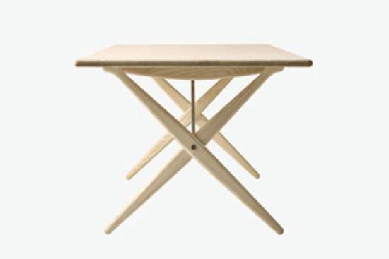 pp85 | Cross Legged Table by PP Møbler