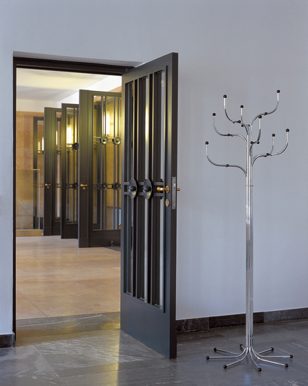Series 9™ Coat Tree™ de Fritz Hansen