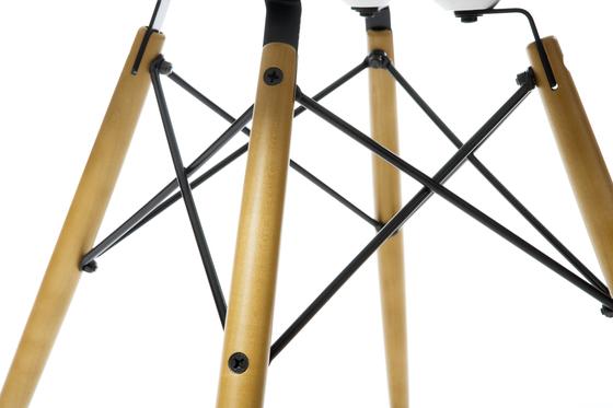 Eames Plastic Side Chair DSX von Vitra