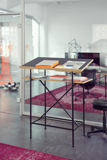 Milla 700 high desk by Richard Lampert