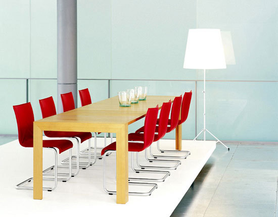 FRANZ Table by Girsberger