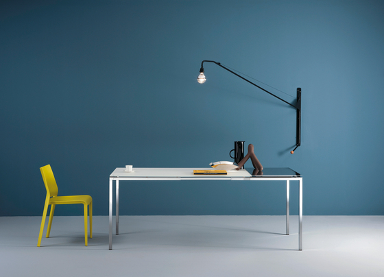 Helsinki 484 extendable table by Desalto