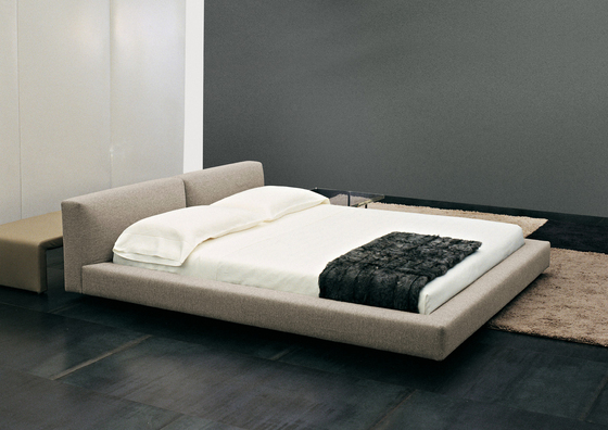 Kline Bed * by Minotti  Product
