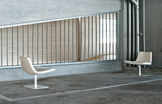 Ray Lounge Swivel Base by Hay