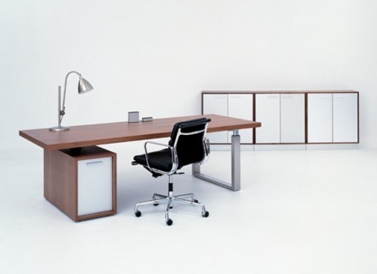 Go-Desk Master by GUBI