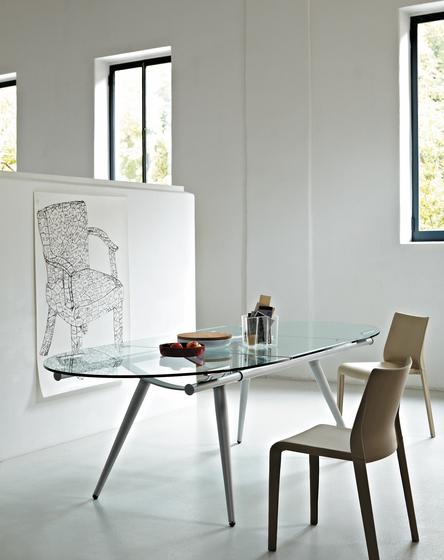 More extendable table by Desalto