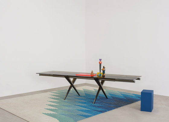 Tender extendable table by Desalto