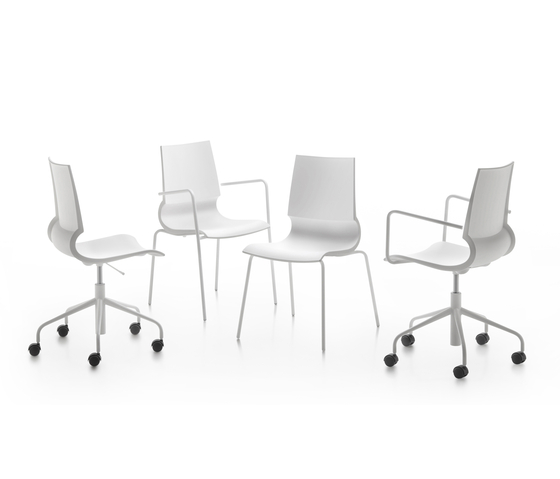 Ricciolina swivel base with armrests with wheels and gas lift with seat cushion de Maxdesign