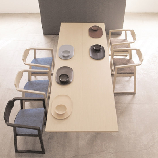Juliet table by Montina