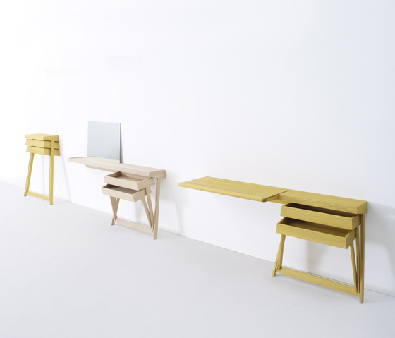 PIvot desk by Arco
