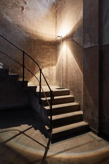 Master Edelstahl handpoliert von Licht im Raum