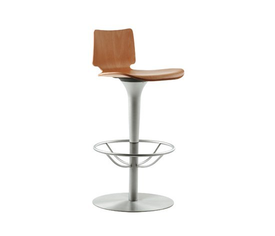 Talle swivel chair with armrests by Sellex
