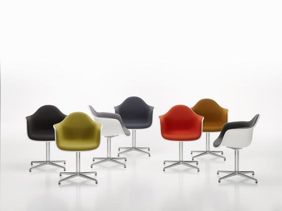 Eames Plastic Armchair DAW by Vitra