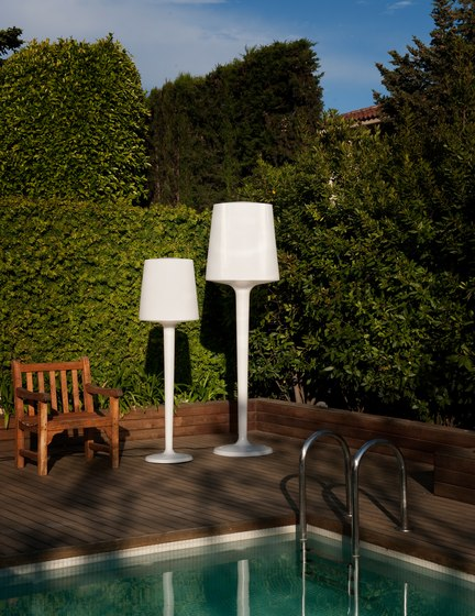 Inout out pe Table lamp by Metalarte