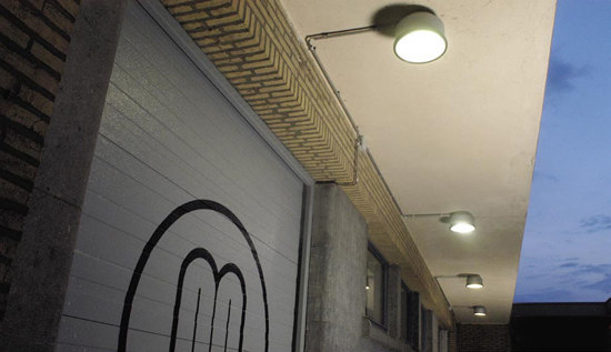 Downie low suspension by Modular Lighting Instruments