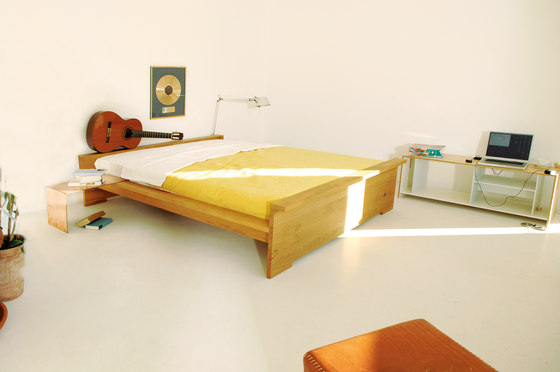 Moonwalker solid wood bed di Lampert