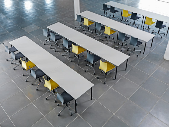 Flex Folding table round legs by Randers+Radius