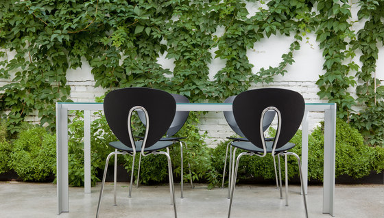 Deneb Teka table & stools by STUA